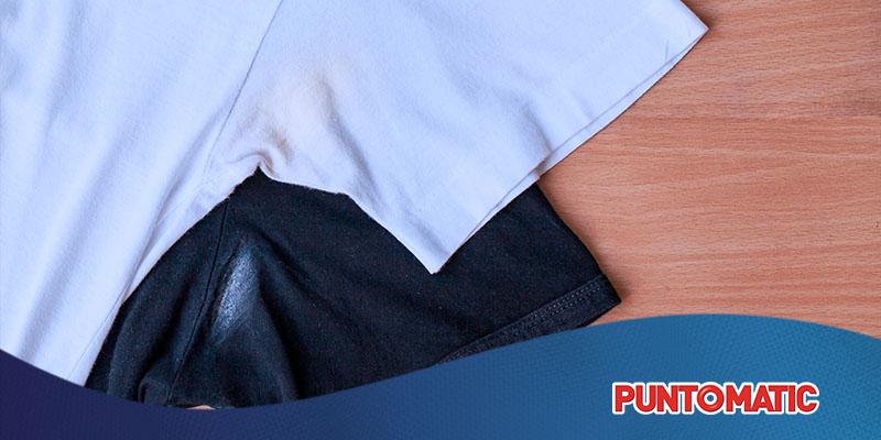 Cómo eliminar manchas de desodorante de la ropa